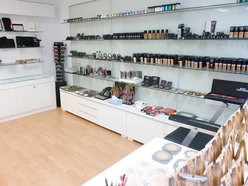 Wir sind umgezogen - Make-Up Artist Store
